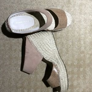 Kenneth Cole Pink Cutout Wedges